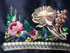 And a final cuff printed on silk duchesse (navy) with silk threads.