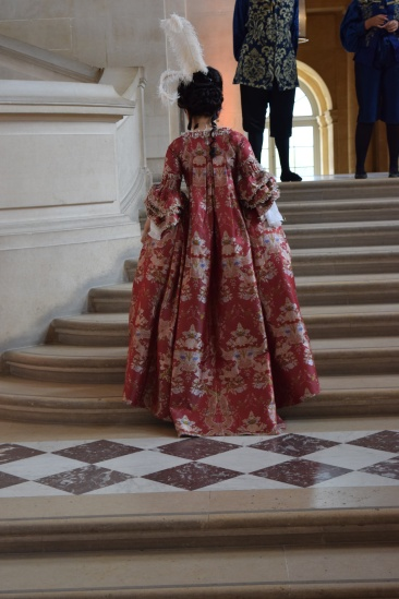Versailles2018-walkingup1